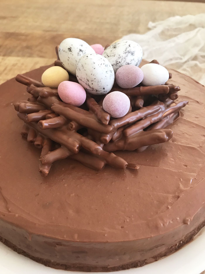 Gateau-chocolat-noisettes-Paques-(4)